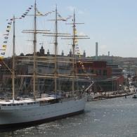 Operan och Barken Viking från bron